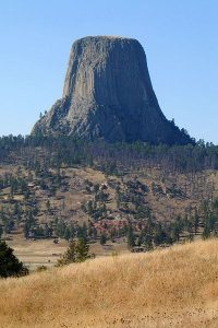 400px-A_Yool_DevilsTower_04Sep03_exif