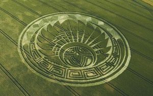 """Mayan-themed crop circle formation found at Silbury Hill, Wilts, which fortells the apocalypse on December 21, 2012. With M & Y Copy: MYCROPMA  mail_sender """"James Piercy""""   mail_subject Mayan crop circle  mail_date Wed, 8 Jul 2009 11:29:09 +0100  mail_body Mayan-themed crop circle formation that has been discovered on Silbury Hill in Wiltshire. The pattern claims to warn of the coming of the apocalypse on December 21, 2012.   With M & Y Copy: MYCROPMA"""