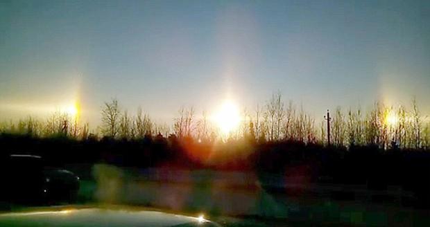 ظاهر شدن سه خورشید