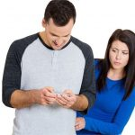 چرا همسرتان به شما شک می کند؟