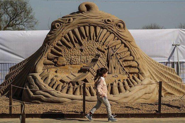 جشنواره بینالمللی مجسمههای شنی