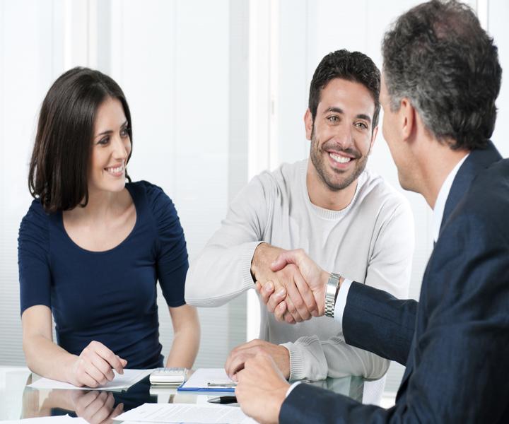 hand-shake-couple-agent-negotiation