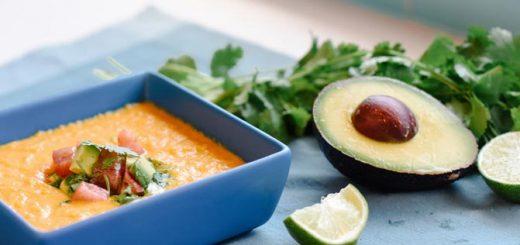 سوپ با سالسای آووکادو