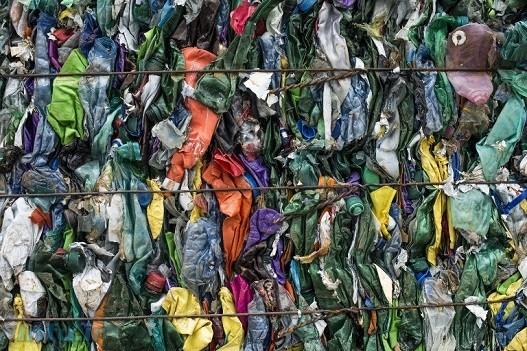 تا سال ۲۰۵۰، وزن پلاستیکهای موجود در اقیانوسها از وزن ماهیها فزونی مییابد