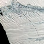 در اواسط اکتبر ۲۰۱۱، ماهوارههای ناسا خبر از ایجاد یک ترک سیکیلومتری در زبانه یخی پاینآیلند جنوبگان دادند؛ ترکی به پهنای ۸۰ متر و عمق ۶۰ متر / عکس از ناسا