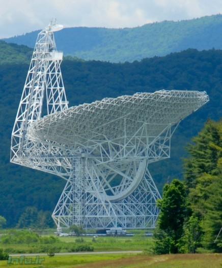 رادیوتلسکوپ غولآسای «رابرت سی. بایرد»؛ واقع در دره گرینبنک ویرجینیا با قطر یکصد متر، که ستارهشناسان به کمکاش موفق به کشف منظومه PSR J0348+0432 شدهاند.