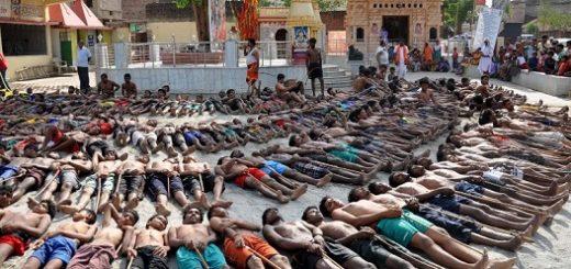 کشاورزان هندی در حال دعا برای باران در فستیوال ماندا
