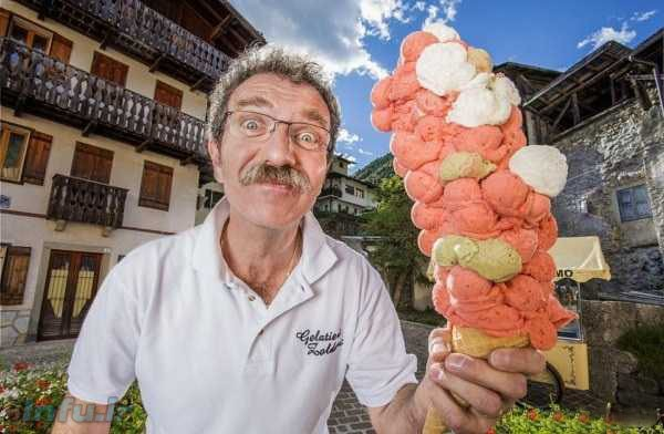 مرد ایتالیایی رکورد بلندترین بستنی مخروطی در کتاب گینس را به نام خود ثبت کرد