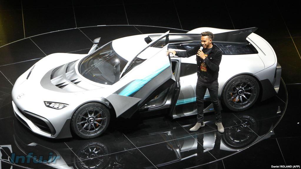 لوئیس همیلتون راننده فرمول یک، در کنار مرسدس ایامجی پروژه یک، <a  href=