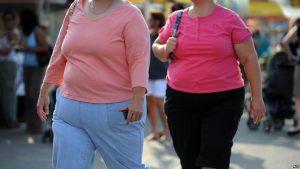 دکتر استوکس و تیمش، اطلاعات مربوط به بیش از ۲۲۵ هزار نفر بالای ۵۰ سال را مطالعه کردند تا ببینید آیا چاقی بر طول عمر آنها تاثیری داشته یا نه.