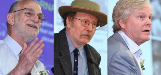 از چپ؛ مایکل روزبش، جفری هال و مایکل یانگ، برندگان امسال جایزه نوبل پزشکی