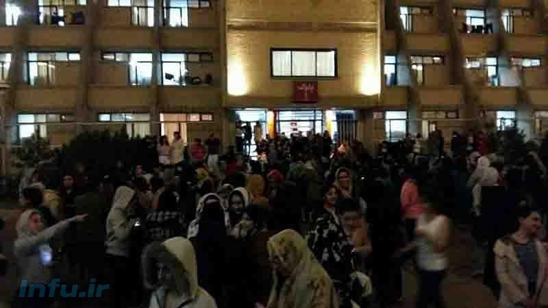 تجمع مردم ارومیه پس از وقوع زلزله در بیرون از خانهها