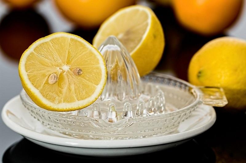 Lemon juiceآب لیمو ترش و نمک
