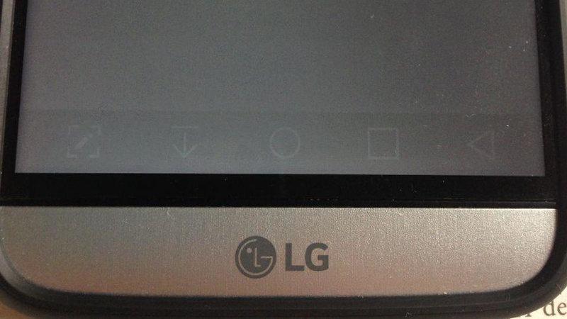 سایه در نمایشگر موبایل های ال جی