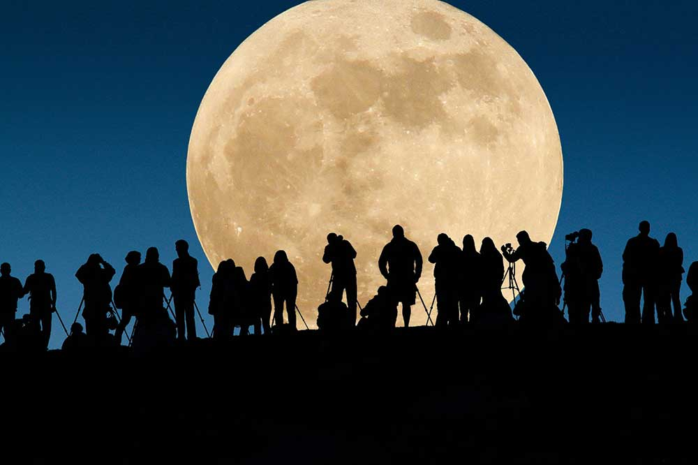 supermoon-sighting-from-724pm-and-until-954pm-on-november-14-in-malaysia-world-of-buzz-3