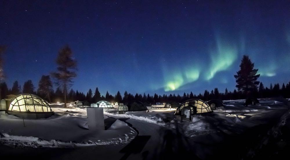 Glass-Igloos-northern-lights-04