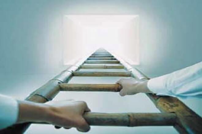 از بدخواهت کمک بگیر و نواقص ات را جبران کن