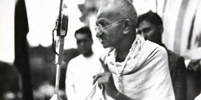 مهاتما گاندی به خاطر دروغ پسرش 5ساعت و نیم پیادهروی کرد