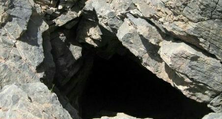غار کیخسرو یا کوه شاه کیخسرو یا کوه شاه زنده