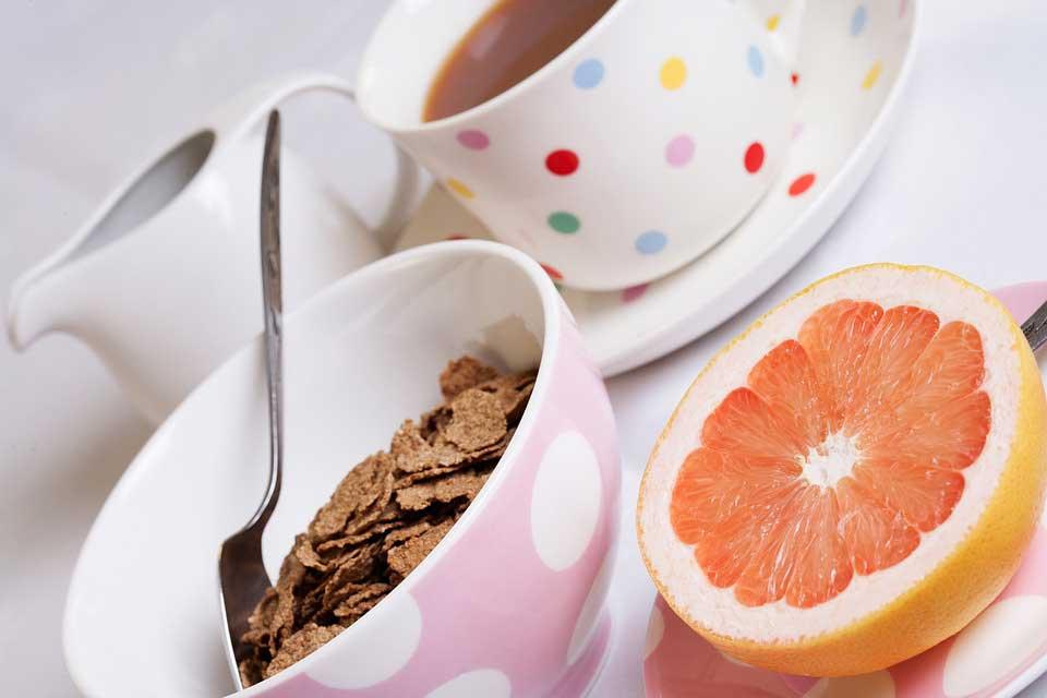 خوردن صبحانه سالم برای کنترل وزن