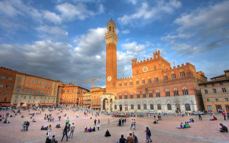 میدان دل کامپو (Piazza del Campo) – سیهنا