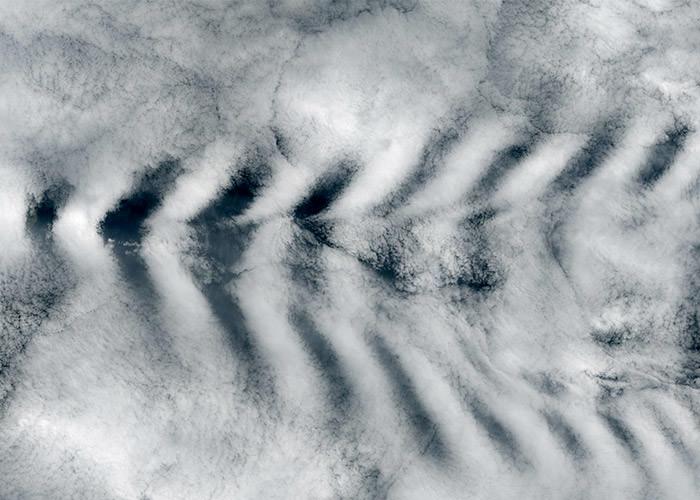 موج کوهستانی بر فراز جزیره امستردام