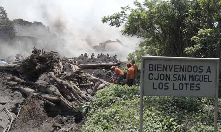 روستای سان میگوئل لوس لوتس در نزدیکی آتشفشان فوئگو